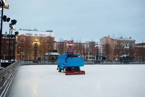 Human making surface of skating rink level on special machine