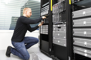 It consultant replaces harddrive in datacenter storage