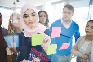Muslim business woman manage the meeting