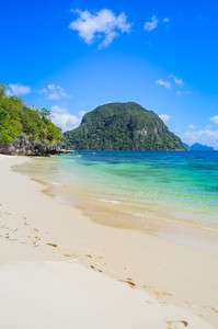 Sandy beach with an traditional banca boat in clear water, El Nido, Palawan, Philippines