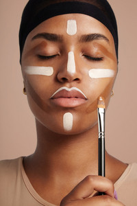 woman with a contouring lines on a face