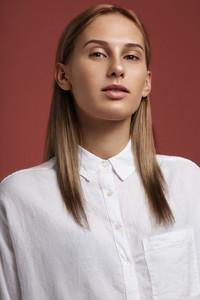 woman's portrait blondie straight hair