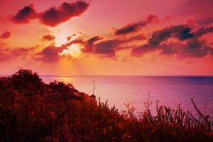 Pôr do sol sobre o mar Mediterrâneo