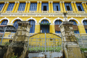 the pattern of the yellow building