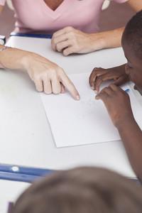 The teacher teaching to draw