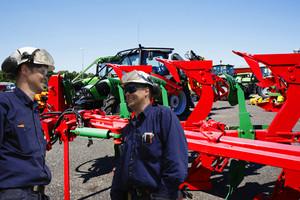 tractor mechanics repairing tractor