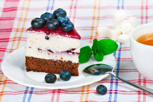 Cheesecake with Berries and Green Mint