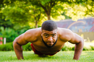 Black man working out by doing push ups