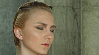 New haircut for blond woman in salon
