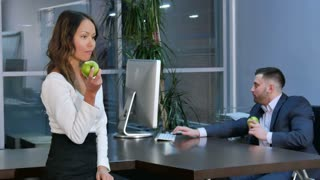 Business people having lunch, eating green apples