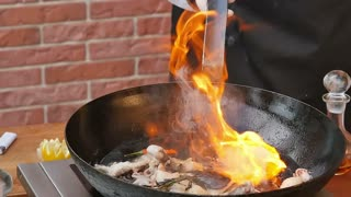 Cooking with flame in a frying pan