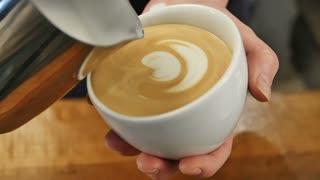 Making latte art coffee