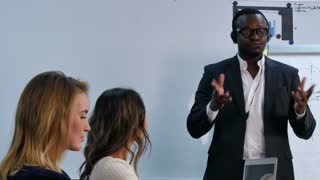 People listen to afro-american speaker