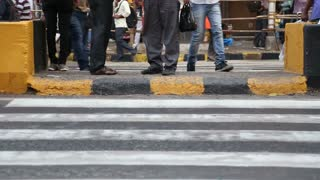 Crossroads of busy street in Mumbai.
