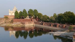 Jaswant Thada temple with lake and roadside in front.