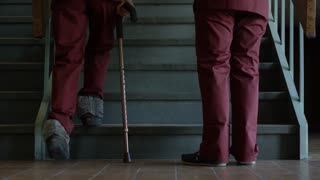 Physiotherapy - Teaching to walk with cane on stairs