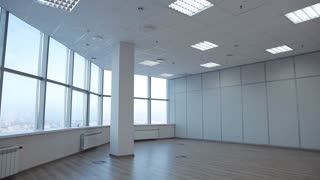 For Rent/Large office space is leased. There is room for negotiation. On the windows we see jalousie. Space without walls with large windows. panoramic shot