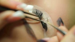 Applying the false eyelashes to model