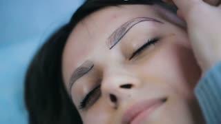 Preparing Before Eyebrows Tattooing