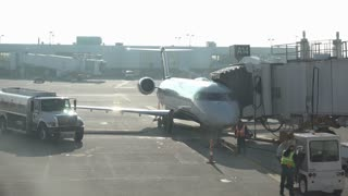Aircraft at Dayton International Airport refueling 4k