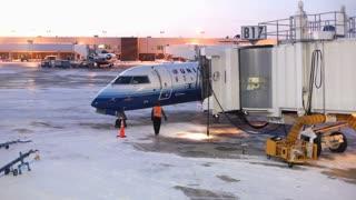 Airplane Unloading People at Gate B17