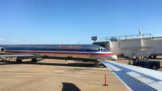 American Airline plane at Terminal in Dallas Fort Worth 4k
