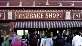Cake Boss fans in front of Bake Shop