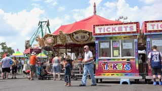 Carnival guests riding rides in Dayton Ohio 4k