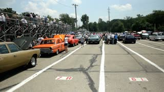 Cars at Kil-Kare lining up to race