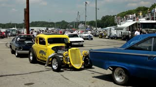 Cars moving into position at kilkare raceway