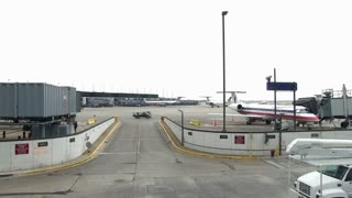 Chicago airport tarmac traffic