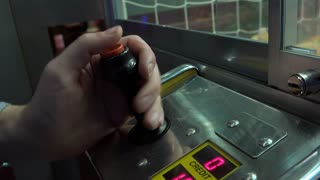 Claw game pressing button on remote 4k