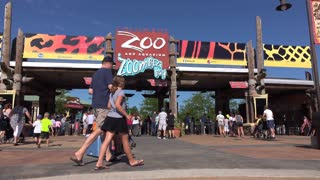 Columbus Zoo and Aquarium entrance with people entering 4k