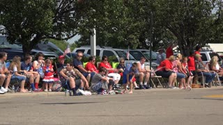 Crowd of people waiting for July 4th parade 4k