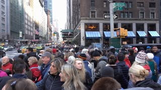 Crowds of people waiting for 89th annual Macys parade 4k