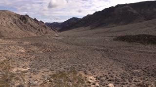 Desert valley highway establishing tilt shot 4k