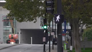Downtown Kansas City street intersection with traffic and lights 4k