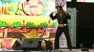 Elvis performing in Las Veags on outdoor stage