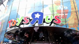 Entrance to Toys R Us in Times Square