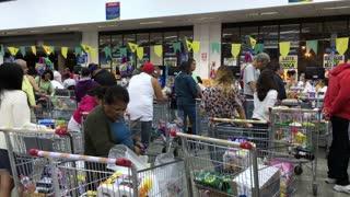 Extremely busy Rio de Janeiro supermarket checkout