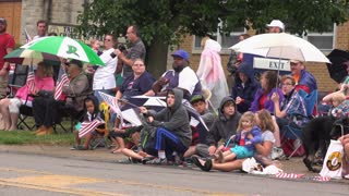 Families along route of July 4th parade 2016 4k