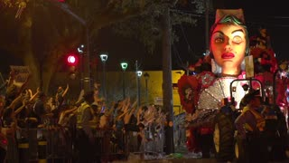 Float making turn at end of street on Endymion route