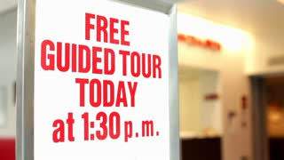 Free guided tour today sign