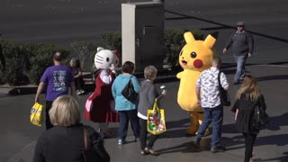 Hello Kitty and Pikachu greeting fans on Las Vegas streets 4k