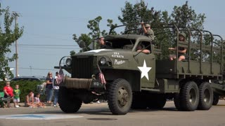 July 4th Parade with old military vehicles going by 4k