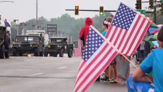 Kids waiting for 4th of July parade in Fairborn Ohio 4k