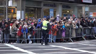 Large crowd of fans waiting for the 89th Annual Macys Parade 4k