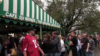 Line for Cafe Du Monde in New Orleans