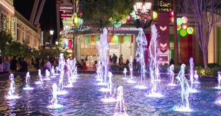 LINQ's open-air avenue in Las Vegas 4k