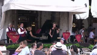 Live music entertainment at restaurant in Venice